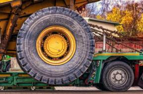 Which industries benefit from heavy haulage services?